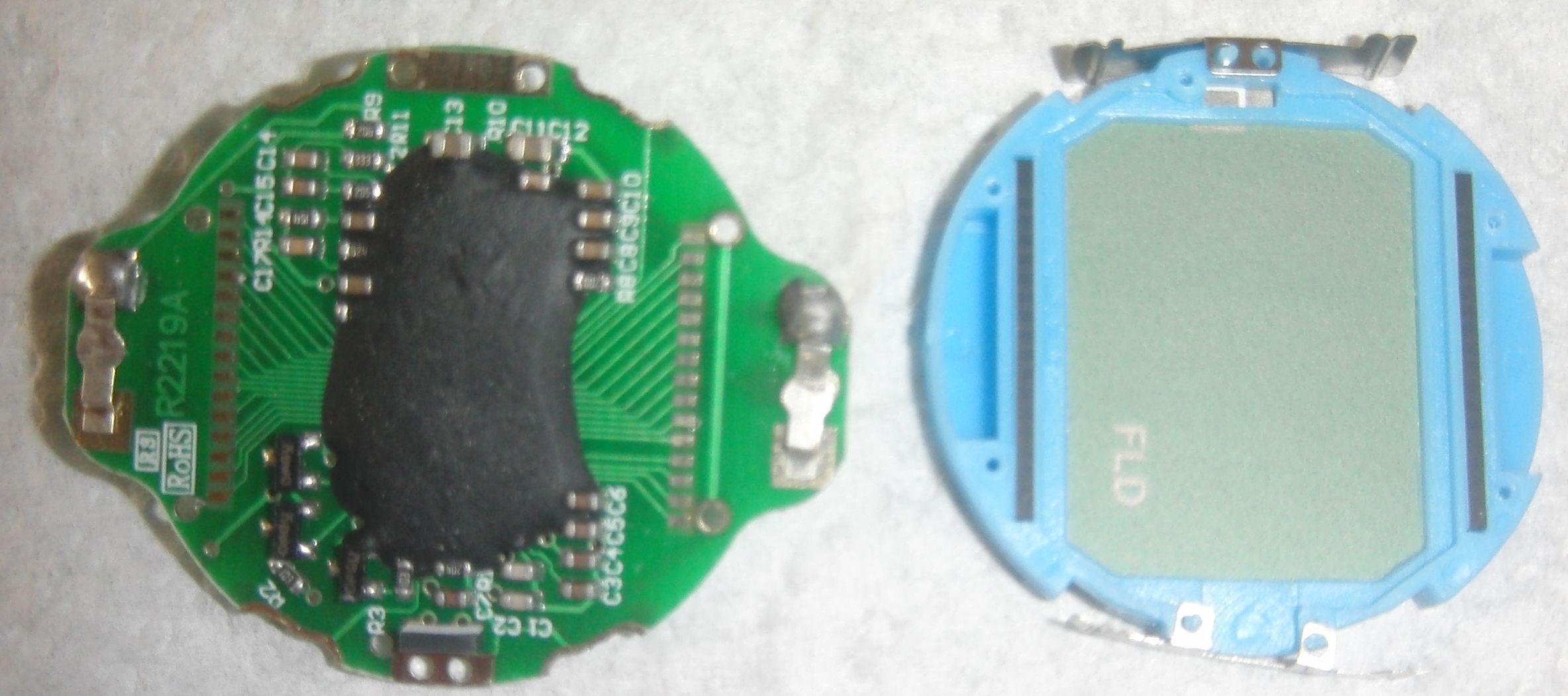 Часы с измерителем пульса: плата, вид на микросхемы