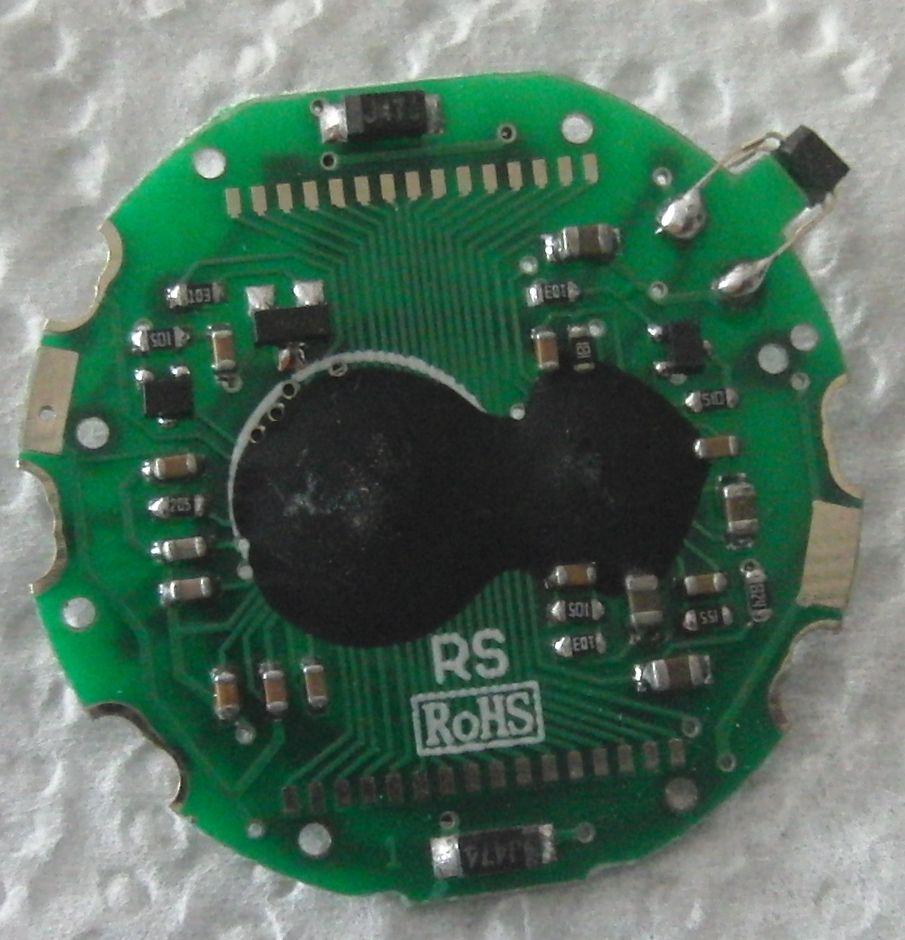 Часы с ИК измерителем пульса: плата, вид на микросхемы