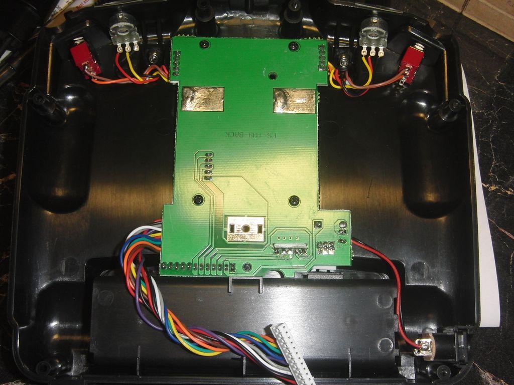 Передатчик системы радиоуправления FlySky FS-TH9X, задняя крышка