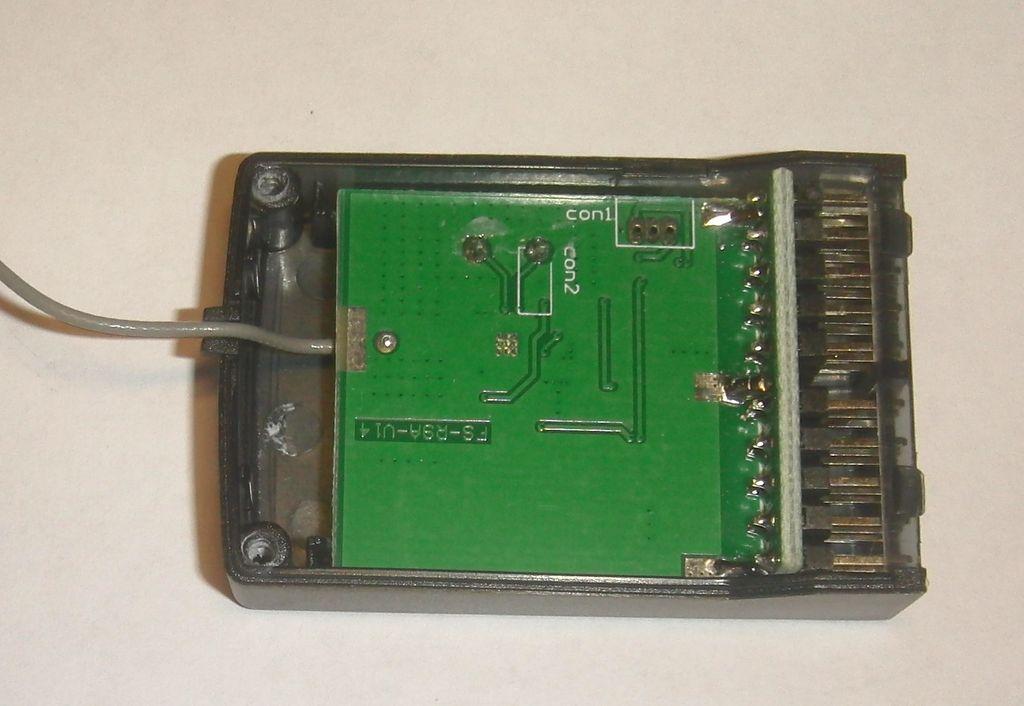 Приемник системы радиоуправления FlySky со снятой крышкой