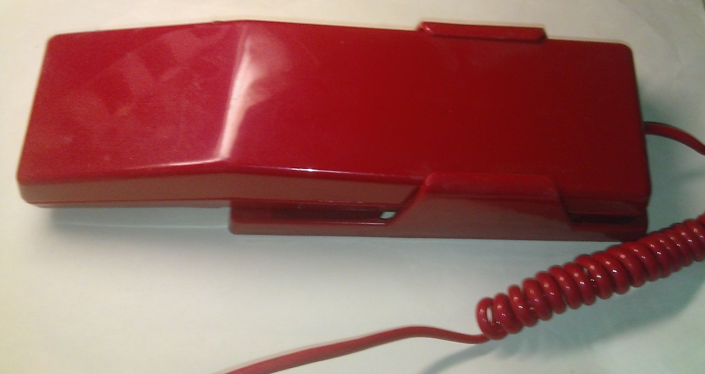 Проводной кнопочный  телефон-трубка, внешний вид