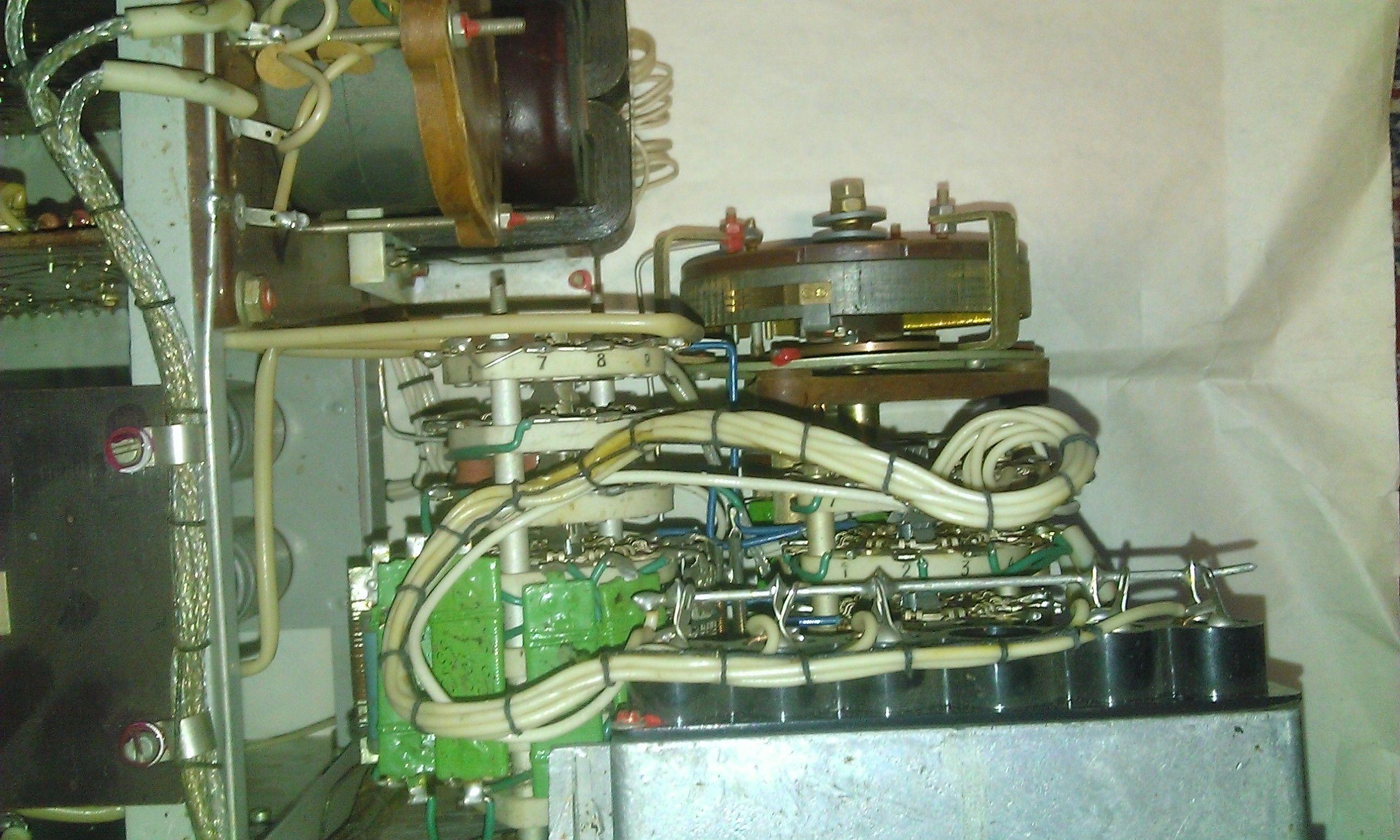 Р577 - вид на индиактор режимов, и ступенчатого переключателя сопротивлений и реохорд