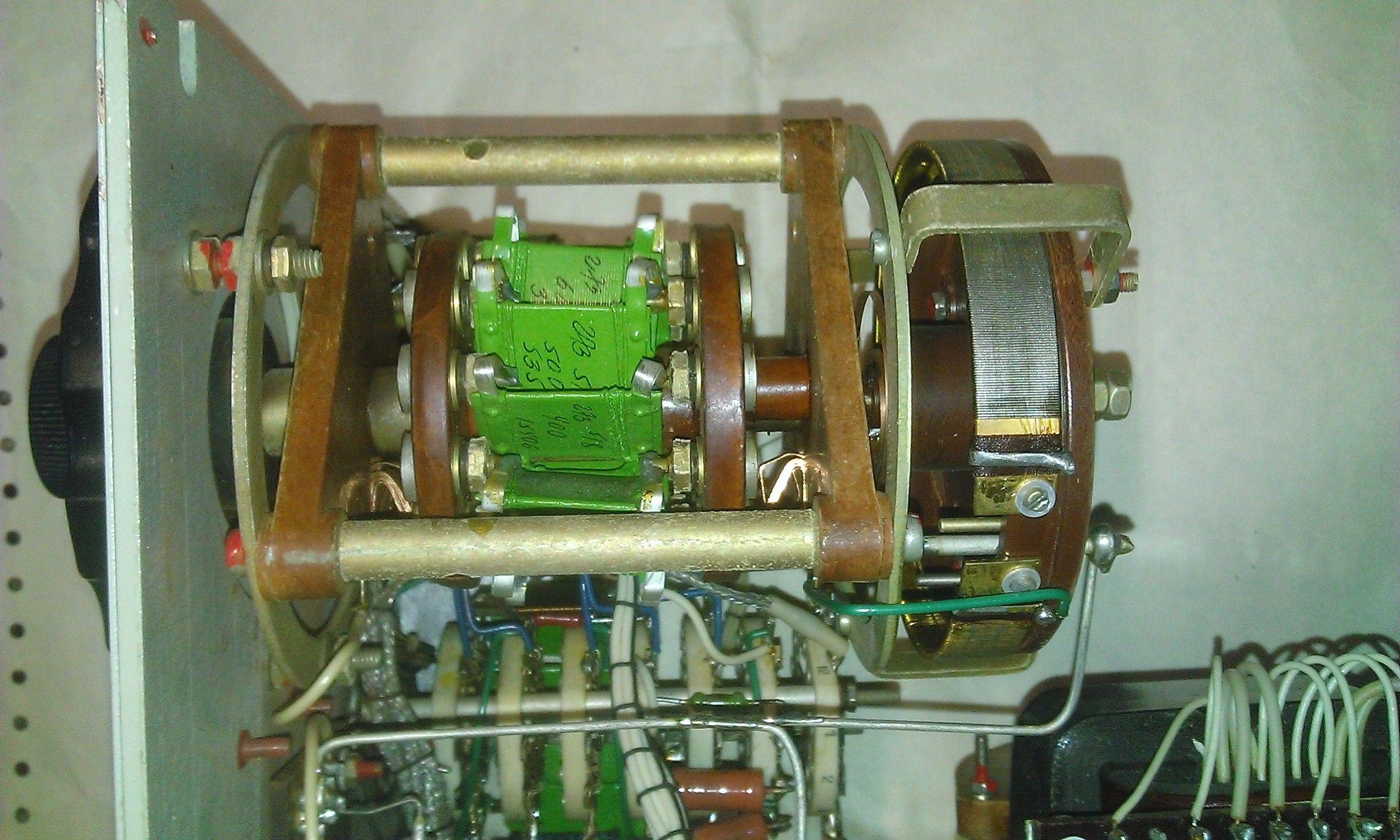 Р577 - вид на ступенчатый переключателя сопротивлений и реохорд