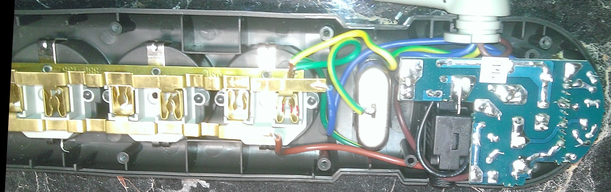 Сетевой фильтр APC со снятой крышкой