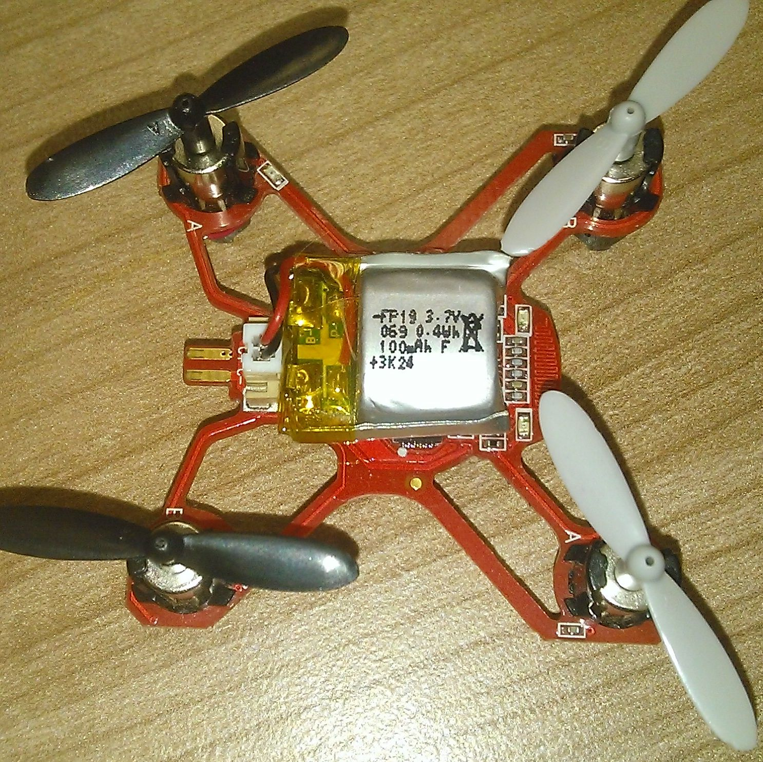 Квадрокоптер  Hubsan Nano Q4 , со снятой крышкой