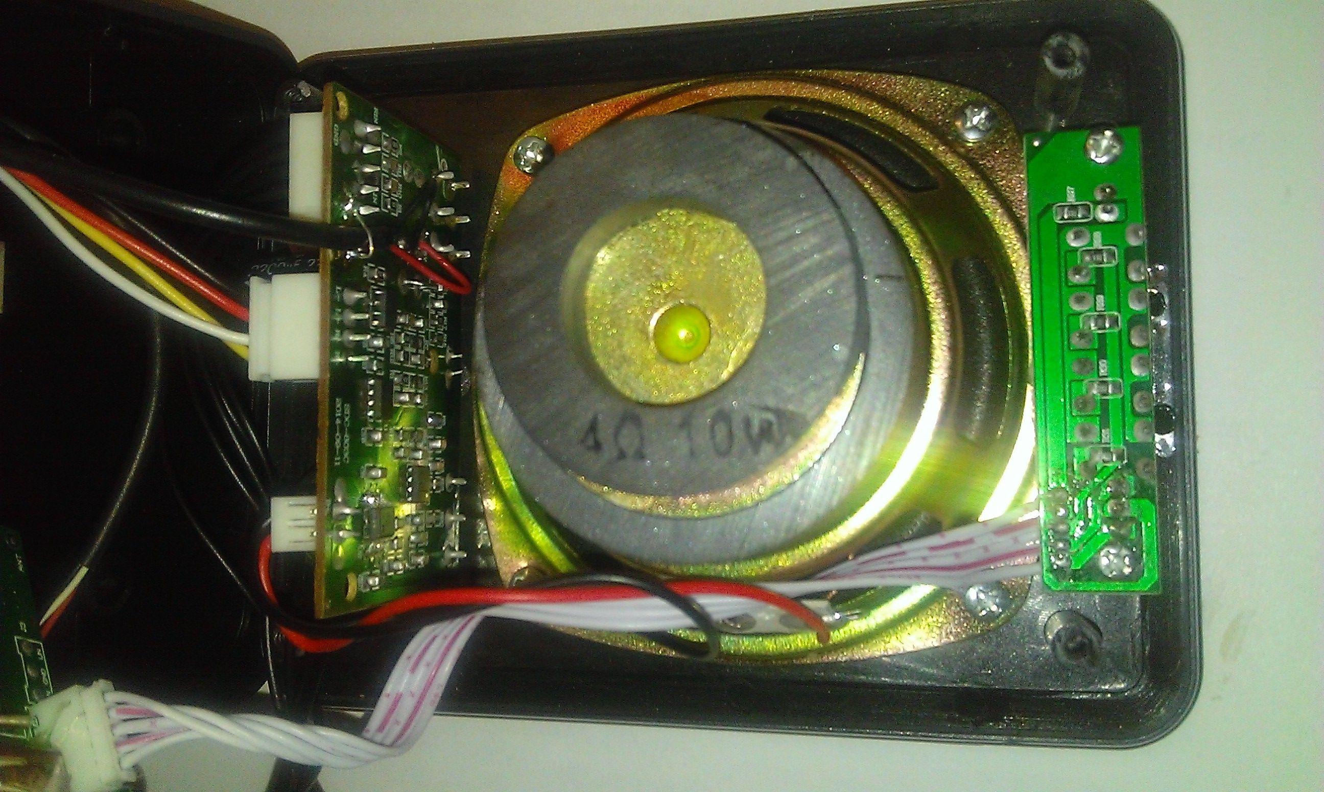 Акустическая система SmartBuy BUZZ с открытой крышкой