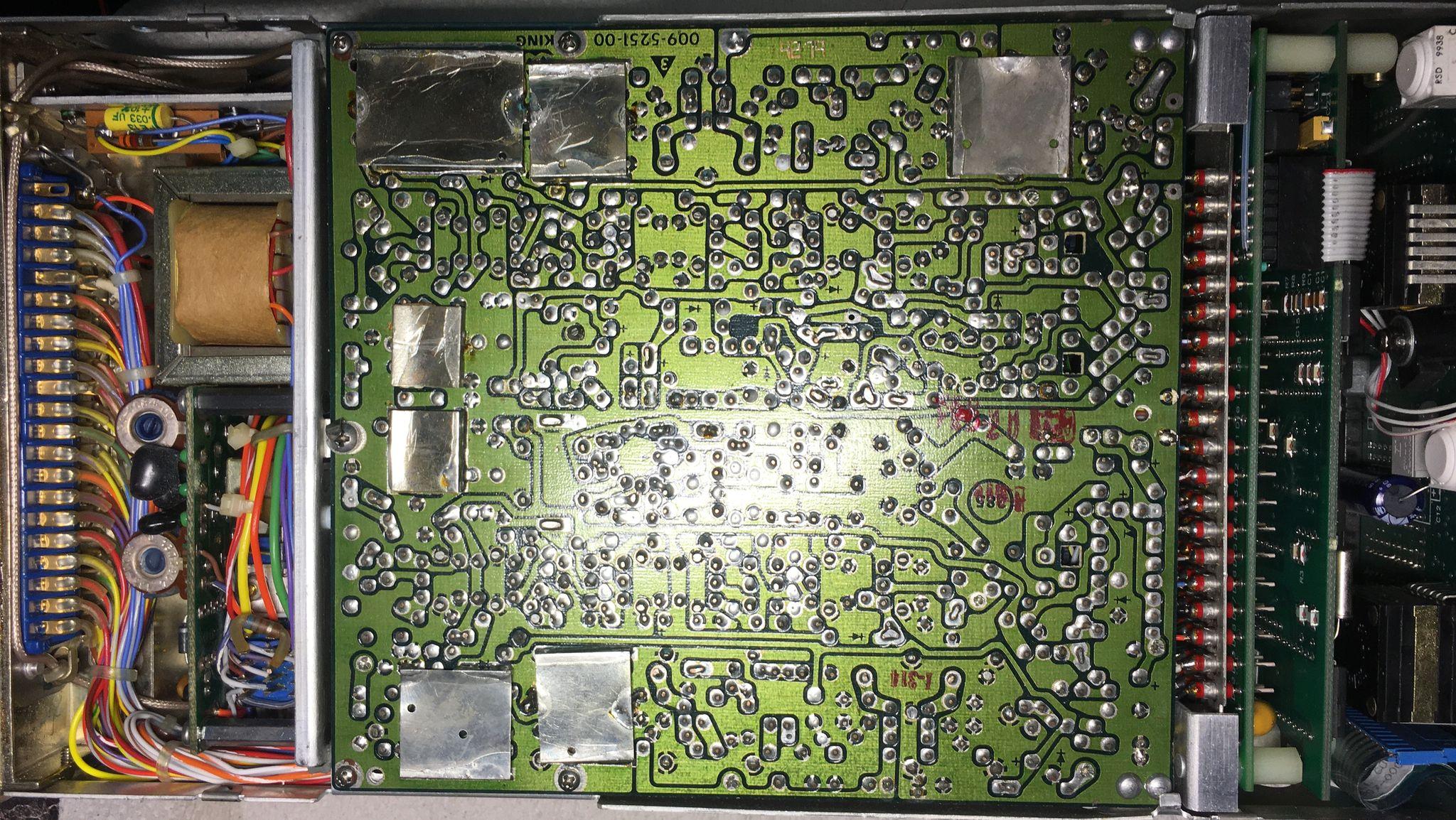 Радиостанция KING 170B c блоком MAC1700 со снятой крышкой