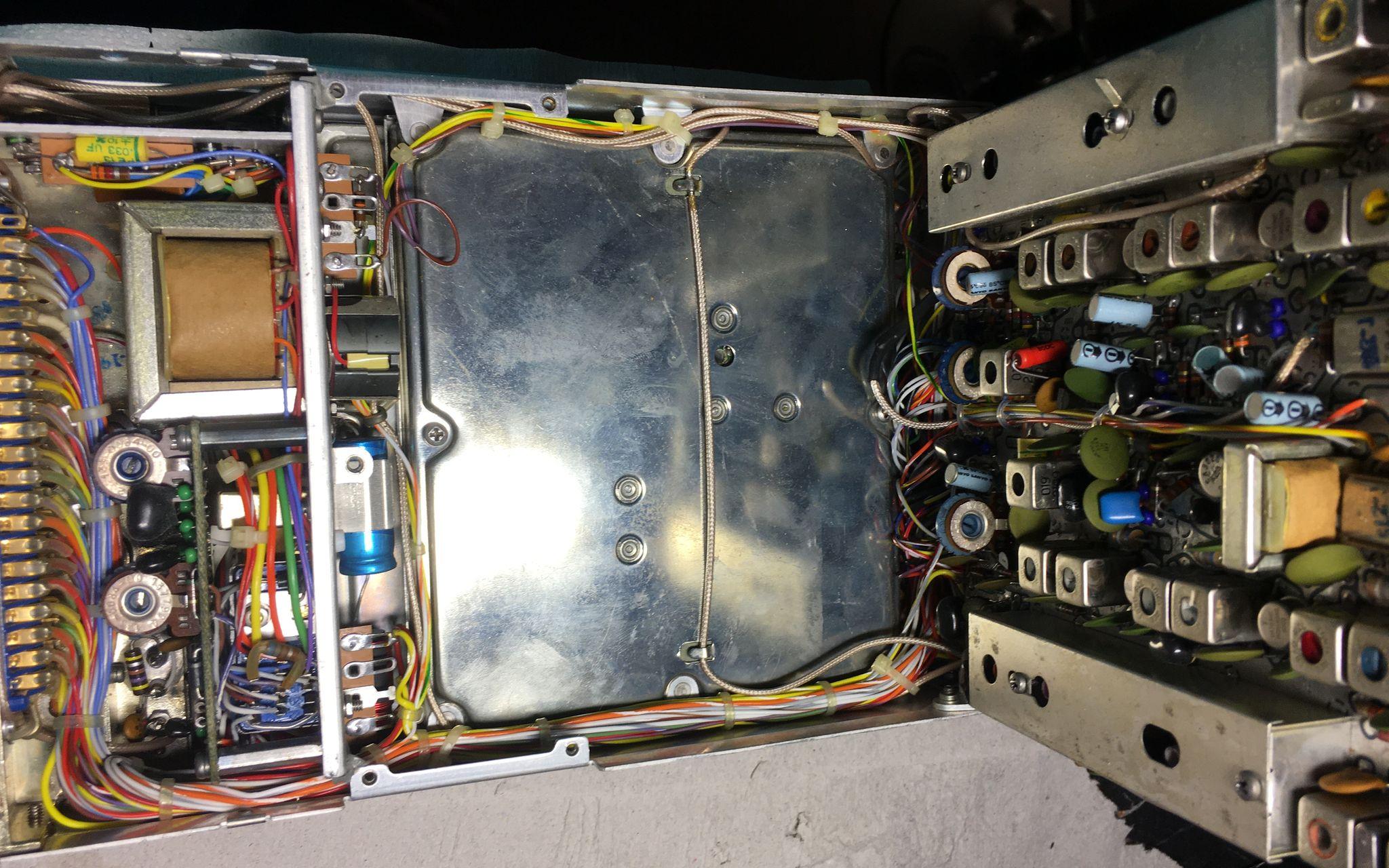 Радиостанция KING 170B с поднятой платой
